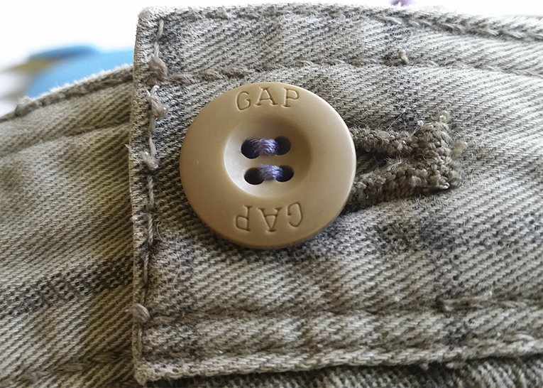 How to sew a button, the easy way!   isntthatsew.org