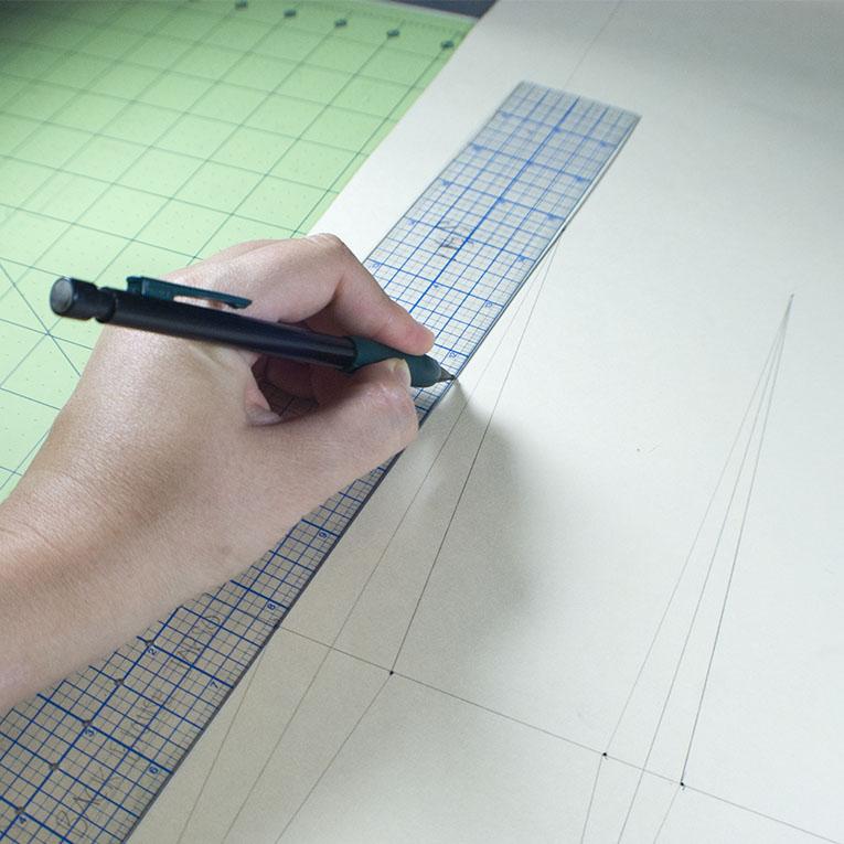 Drawing in Dart Legs | www.isntthatsew.org